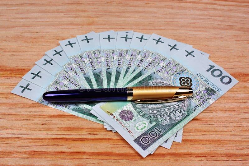 Polski pieniądze i pióro zdjęcie stock
