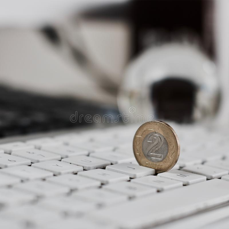 Polski pieniądze na klawiaturze obrazy stock