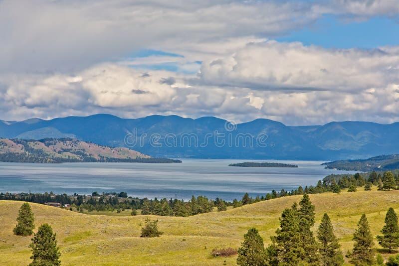 Polson, Montana z Flathead jeziorem w tle obraz stock