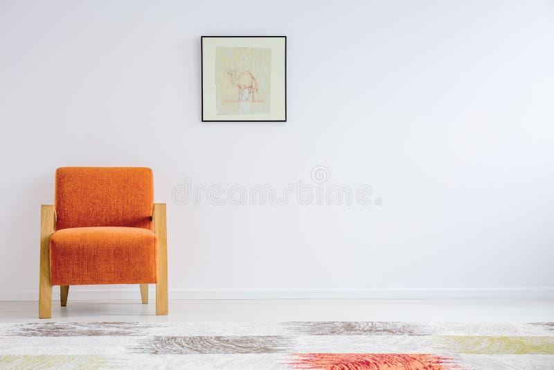 Poltrona alaranjada no estilo fotos de stock royalty free