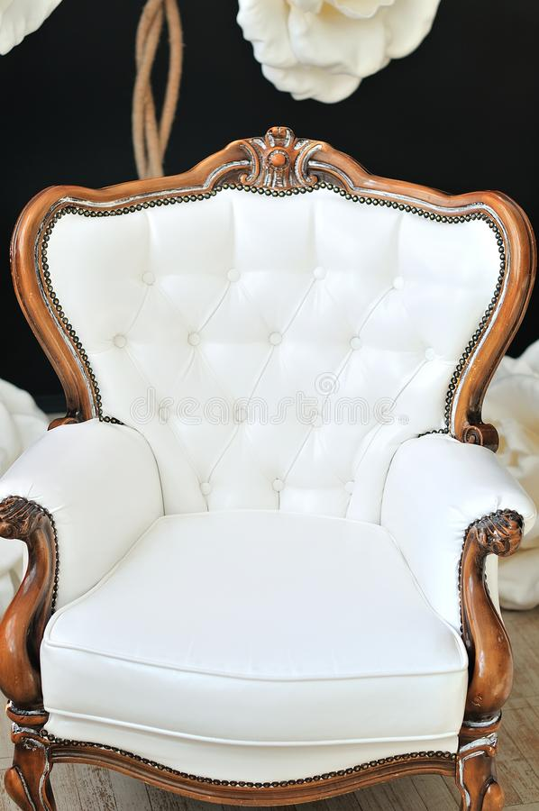 Poltrona lussuosa bianca fotografie stock libere da diritti