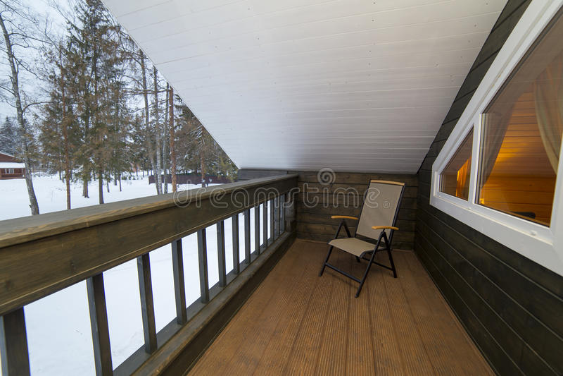 Poltrona na mobília de madeira da casa de campo do balcão fotos de stock royalty free