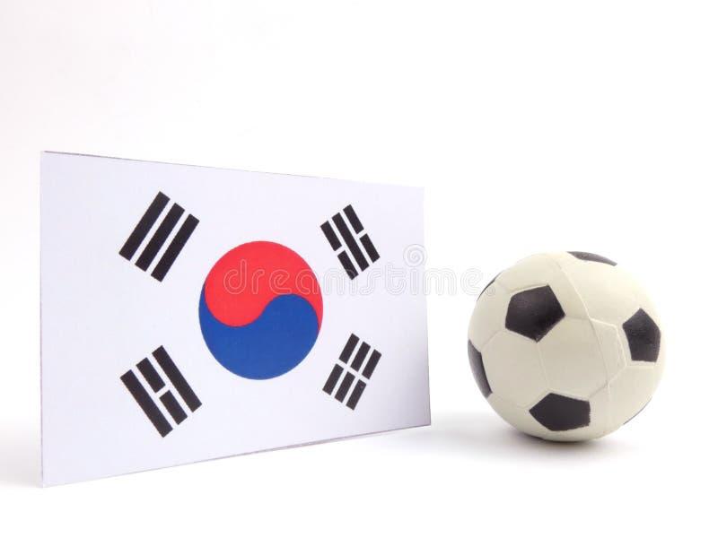Poludniowo-koreańska flaga z futbolową piłką isloated na bielu obrazy stock
