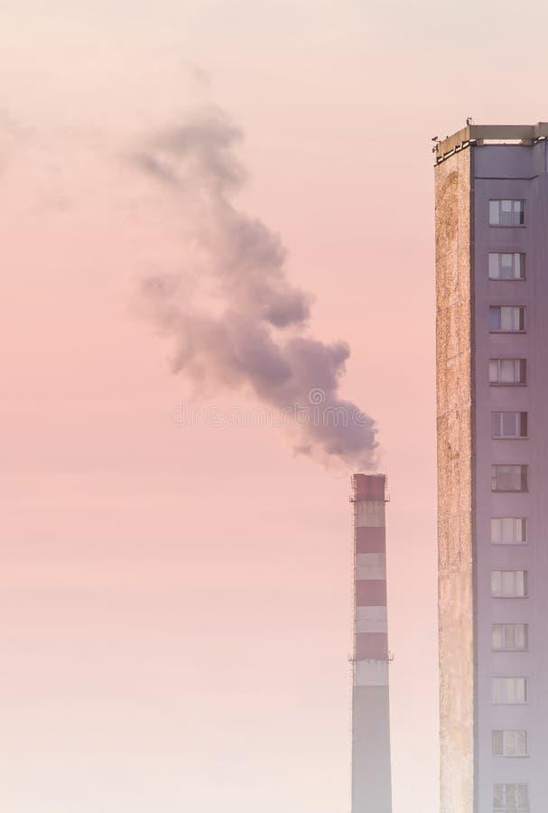 Poluição atmosférica na cidade fotografia de stock royalty free