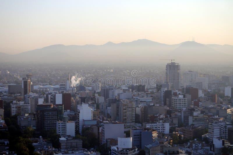 Poluição atmosférica sobre Cidade do México fotografia de stock royalty free