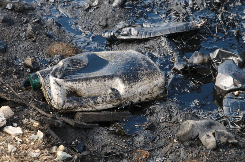 Poluição com produtos petrolíferos imagem de stock royalty free