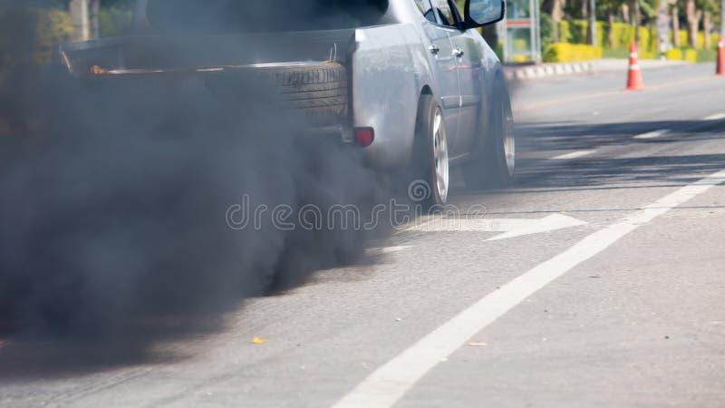 Poluição do ar da tubulação de exaustão do veículo imagem de stock royalty free