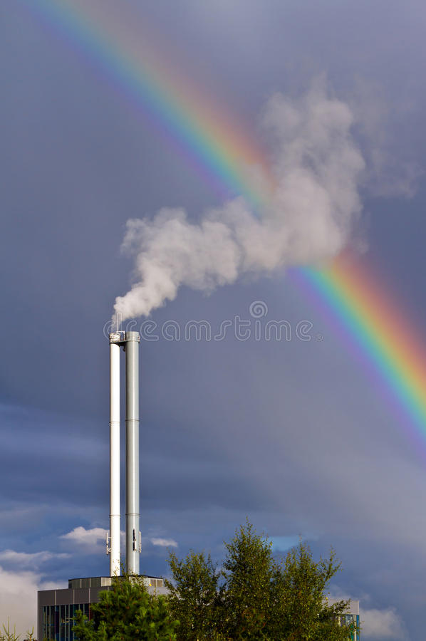 Poluição do ar e arco-íris foto de stock royalty free