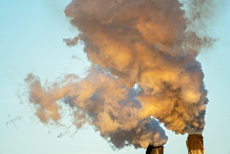 Poluição do fumo de Sugar Mill Factory imagem de stock