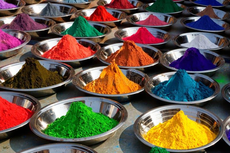 Polveri variopinte di tika sul servizio di Orcha, India fotografia stock