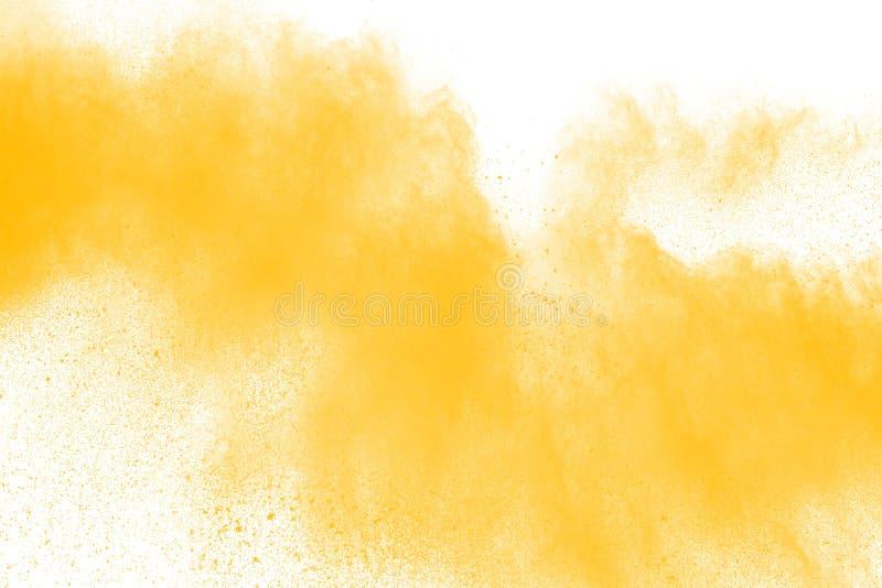 Polvo amarillo abstracto salpicado en el fondo blanco Explosión del polvo imagen de archivo libre de regalías