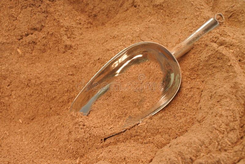 Polvo de la raíz de la planta de la pimienta usada para producir una bebida de Kava imagen de archivo