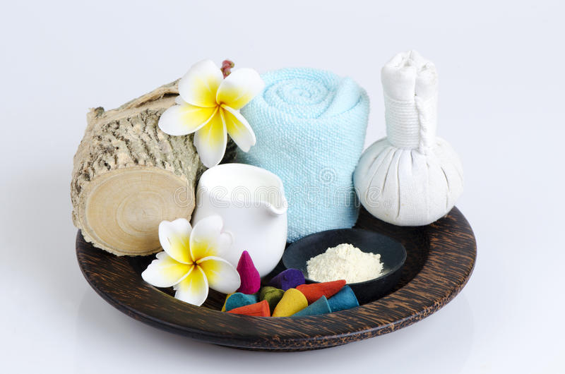 Polvo de Thanakha y leche fresca para la piel que siente suave y lisa foto de archivo libre de regalías