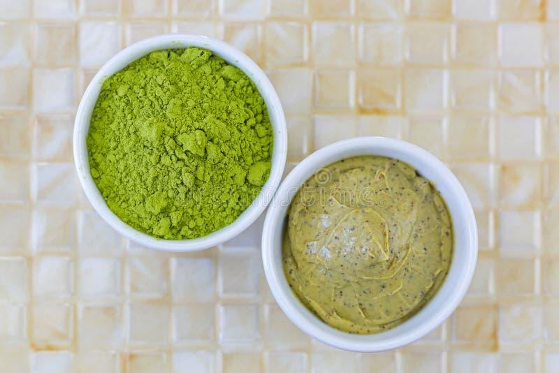 Polvo de tierra fino de las hojas de té del verde de Matcha del japonés, té verde s fotografía de archivo