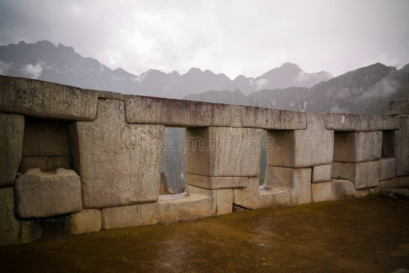 Polygonal murverk för närbild i Machu Picchu den arkeologiska platsen, Cuzco, Peru arkivbilder