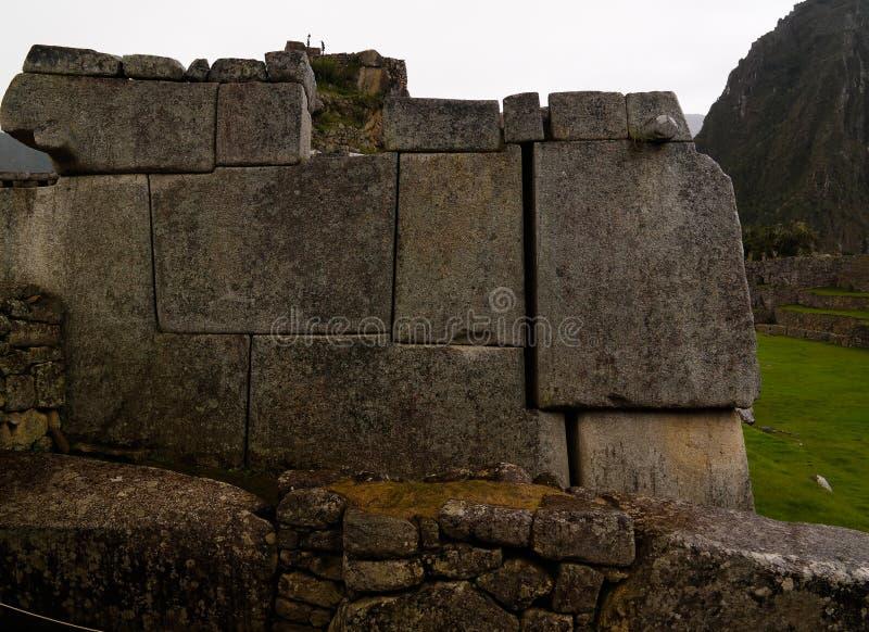 Polygonal murverk för närbild i Machu Picchu den arkeologiska platsen, Cuzco, Peru arkivbild