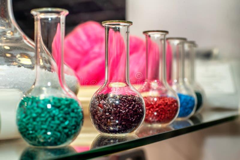 Polymere kleurstof plastic korrels Kleurstof voor plastieken Pigment in de korrels Polymeerparels royalty-vrije stock fotografie