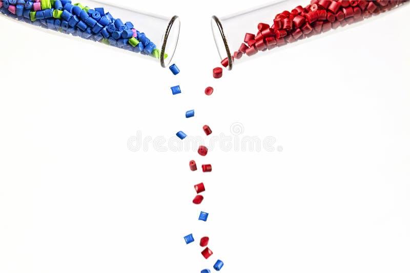 Polymere kleurstof plastic korrels Kleurstof voor plastieken Pigment i royalty-vrije stock foto
