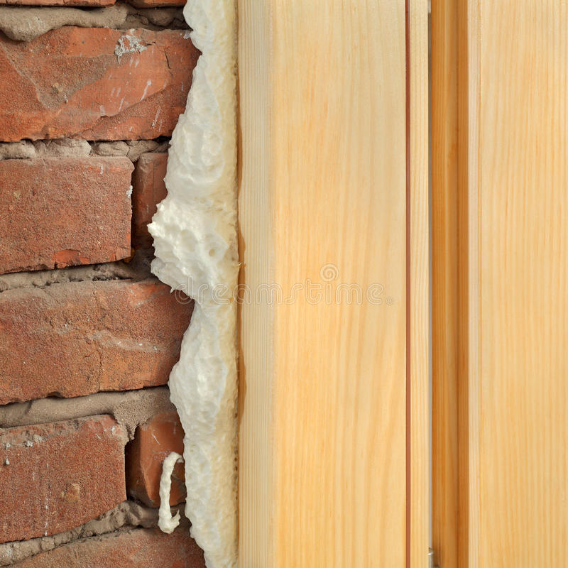 Polyuretan för dörr eller fönstret installerar royaltyfri foto