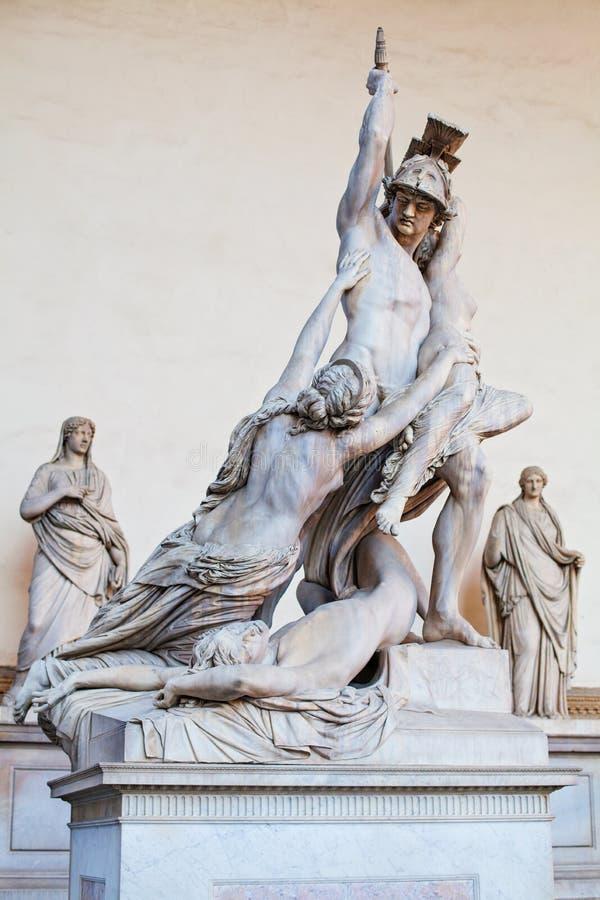 Polyxena强奸的佛罗伦萨雕塑由Pio Fedi雕塑的在凉廊代罗西Lanzi领主广场佛罗伦萨,意大利 免版税库存照片