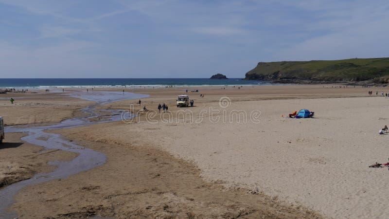 Polzeath Bardzo popularna wakacje pla?a w Cornwall Anglia zdjęcie stock