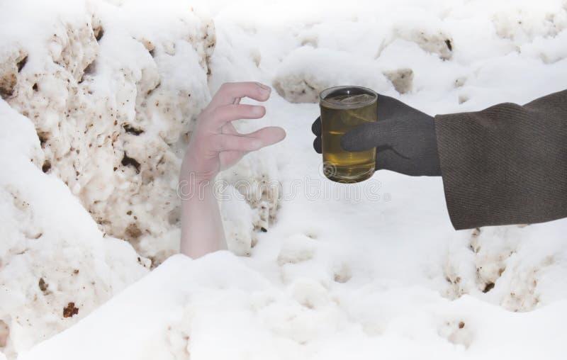pomaga ręka śnieg zdjęcie royalty free