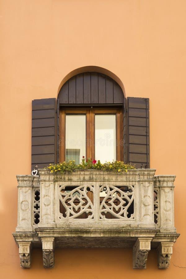 Pomarańcze balkon w Monselice i, Włochy obrazy royalty free