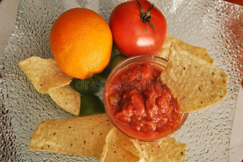 Pomarańcz układ scalony i salsa półmisek zdjęcia stock