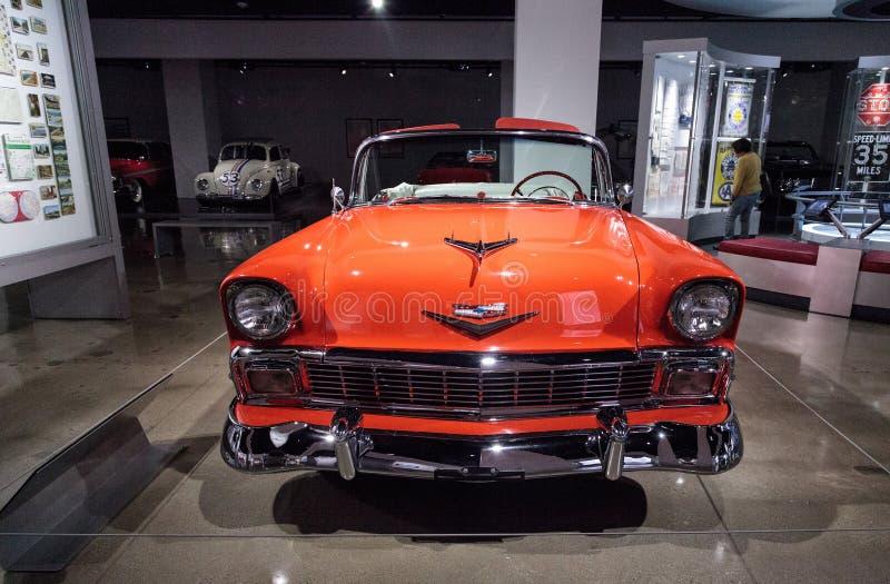Pomarańcze Chevrolet bel air 1956 kabriolet obraz royalty free