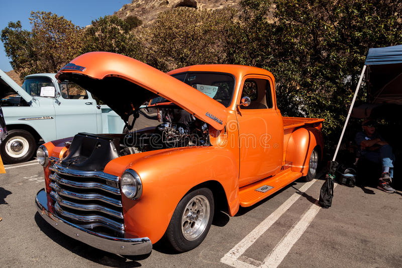 Pomarańcze Chevy 1948 ciężarówka obraz stock