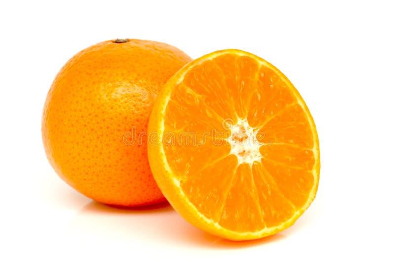 Pomarańcze i plasterki pomarańczowi obraz stock