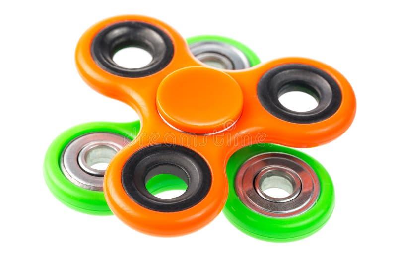Pomarańcze i zieleni wiercipięta kądziołki zamknięci up na each inny, stres uśmierza zabawki odizolowywać na białym tle zdjęcia stock