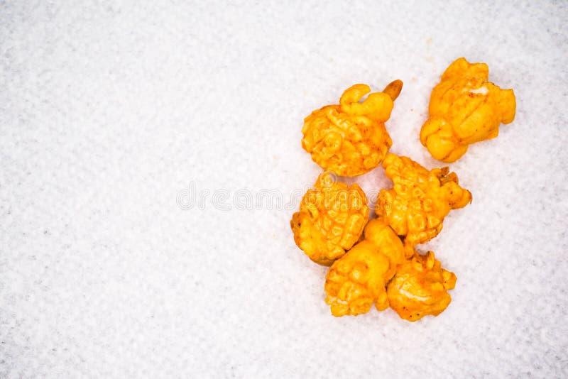 Pomarańcze sosowany popkorn zdjęcie royalty free