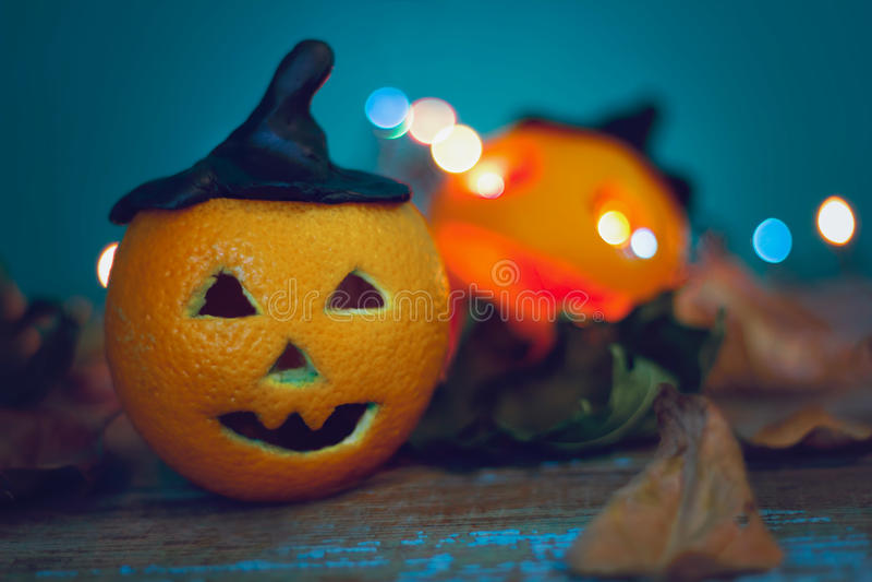 Pomarańcze z wyginającą się straszną twarzą zdjęcia royalty free