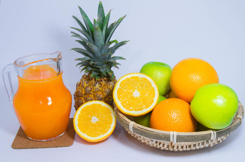 Pomarańczowa ananasowa jabłczana owoc odizolowywająca na białym tle zdjęcie royalty free