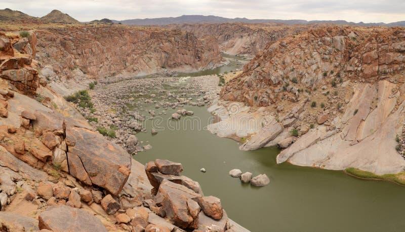 Pomarańczowa rzeka, przetwarzające paliwa od spadków, Augrabies Spada park narodowy, Południowa Afryka obrazy royalty free