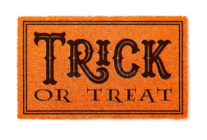 Pomarańczowa Trikowa Lub funda Halloweenowa Mile widziany mata Odizolowywająca na bielu obrazy stock