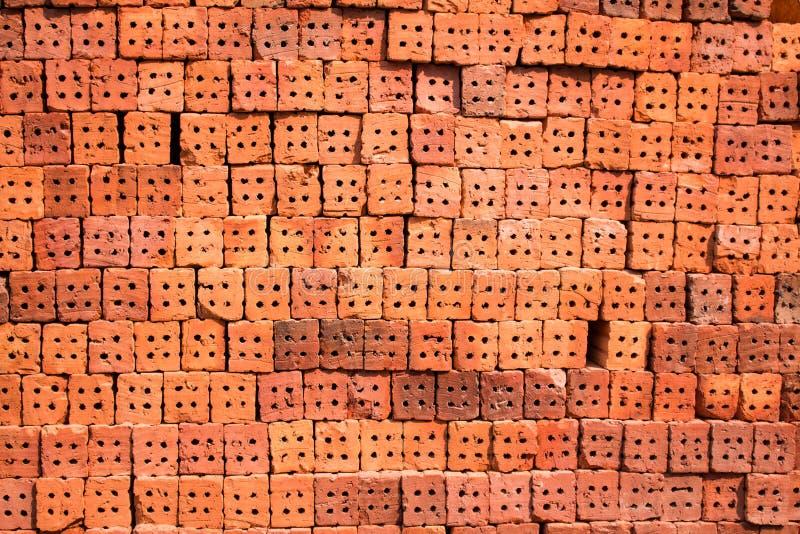 Pomarańczowe cegły czeka używać w budowie w Tajlandia zdjęcia royalty free