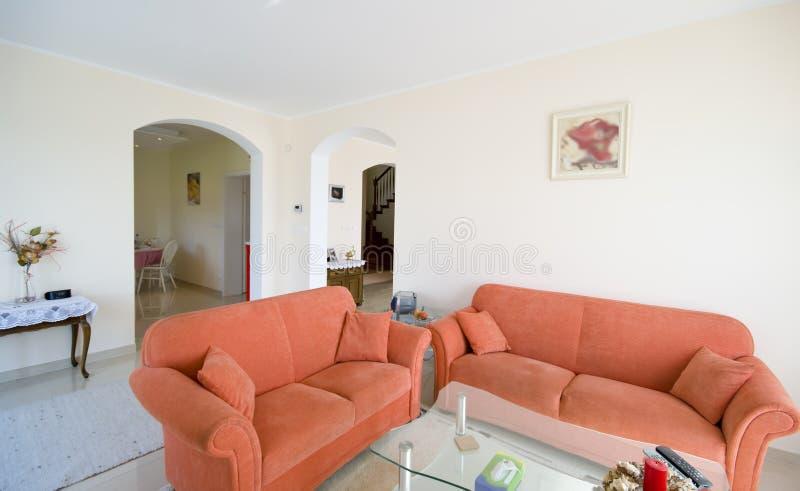 pomarańczowe kanapy pokoi tv fotografia royalty free