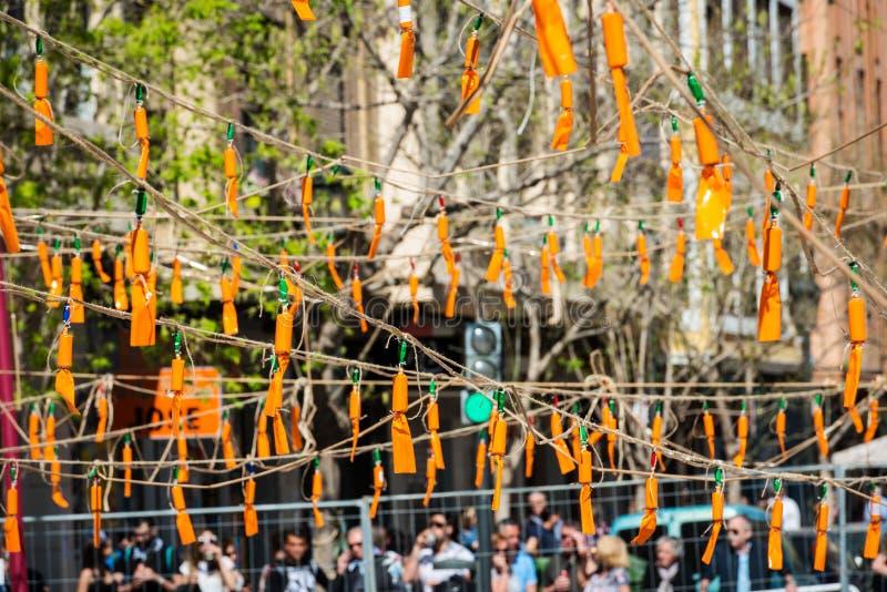 Pomarańczowe petardy podczas Fallas w Walencja fotografia stock