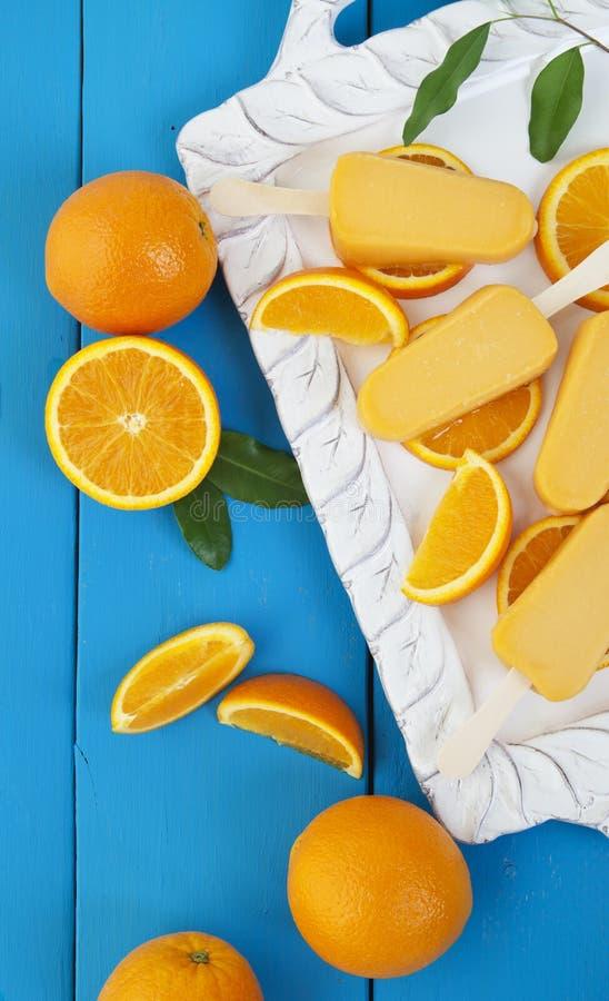 Pomarańczowi Popsicle lody bary zdjęcia stock