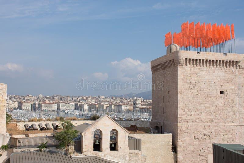 Pomarańczowi sztandary na Mucem wierza zdjęcia royalty free