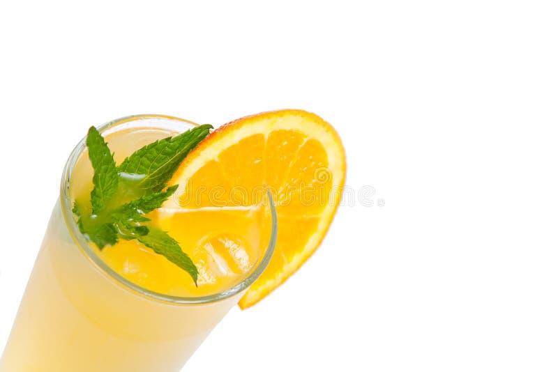 Pomarańczowy świeży sok z mennicą zdjęcie royalty free
