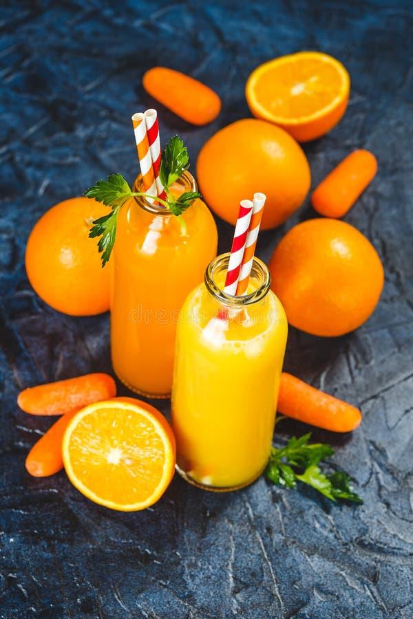 Pomarańczowy i marchwiany sok obrazy royalty free