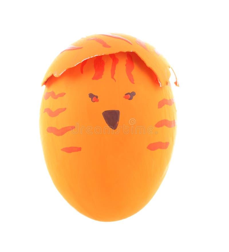 Pomarańczowy kurczaka Easter jajko odizolowywający na białym tle obrazy stock
