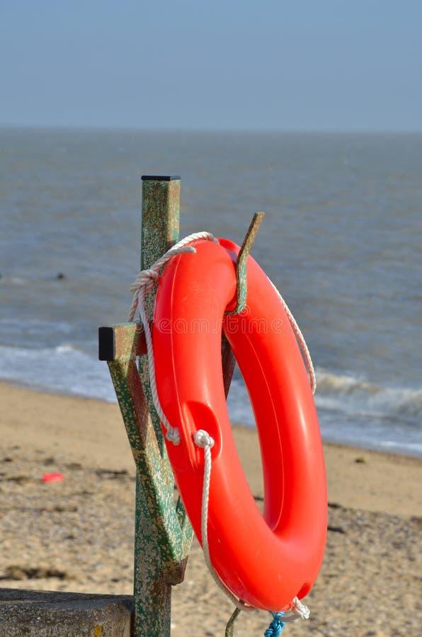 Pomarańczowy lifebelt morzem zdjęcie royalty free