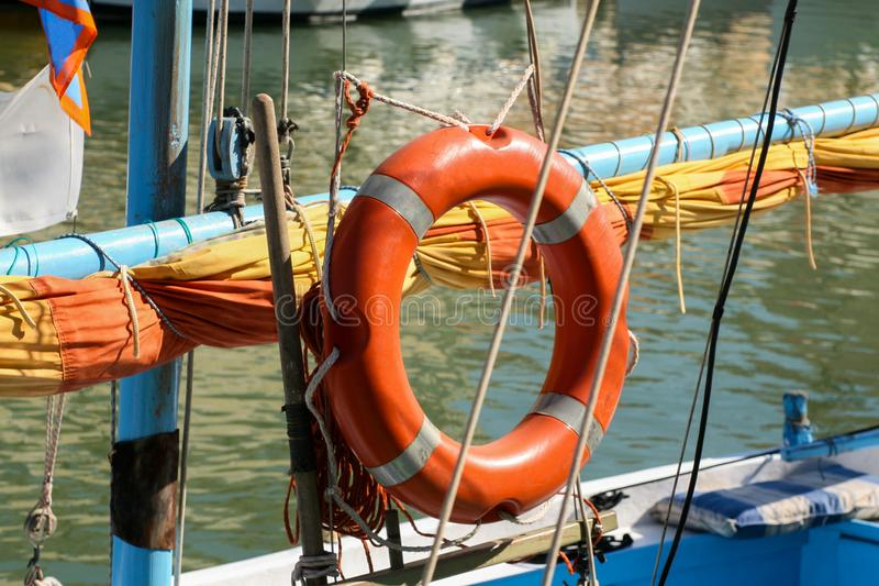 Pomarańczowy lifebuoy na jachcie obrazy royalty free