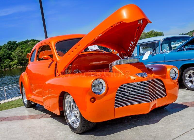 Pomarańczowy Obyczajowy Chevy Coupe obrazy royalty free