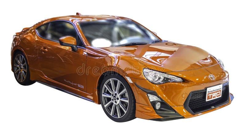 Pomarańczowy Toyota GT 86 sportów samochód na białym backgroun z workpaths obrazy royalty free