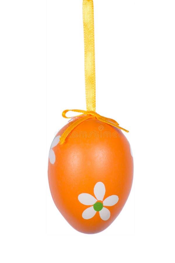 Pomarańczowy Wielkanocny jajko odizolowywający na białym tle fotografia royalty free